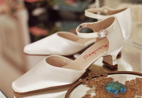Beispiel: Bequeme Schuhe für die Braut, Foto: Eliyzi Couture Accessoires.