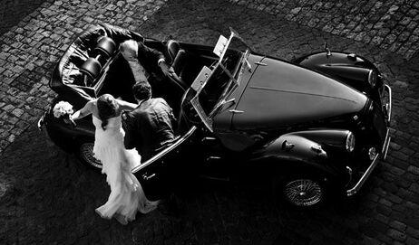 Llegada de la novia y su padrino con el Albaycín azul Oscuro