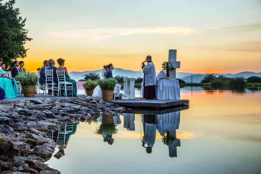 Ceremonia a la orilla del lago Atardecer