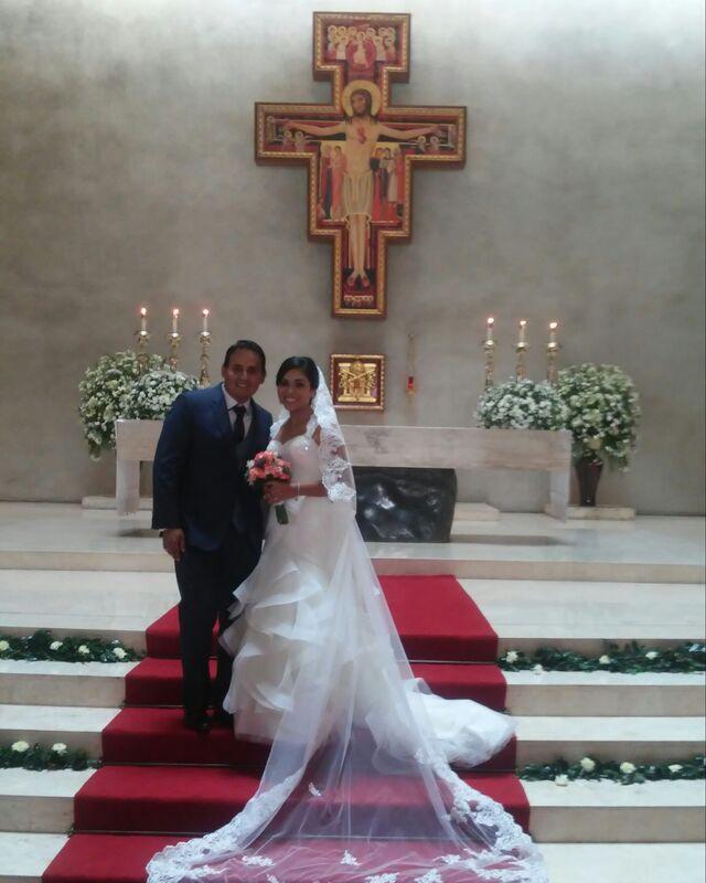 En la boda de mis novios Maje e Italo. Iglesia: #sagradocorazondejesussurco Locacion: #haciendaloayza Catering: #blancateresacatering Fotografia: #diegoigza Video: #yoberfilms