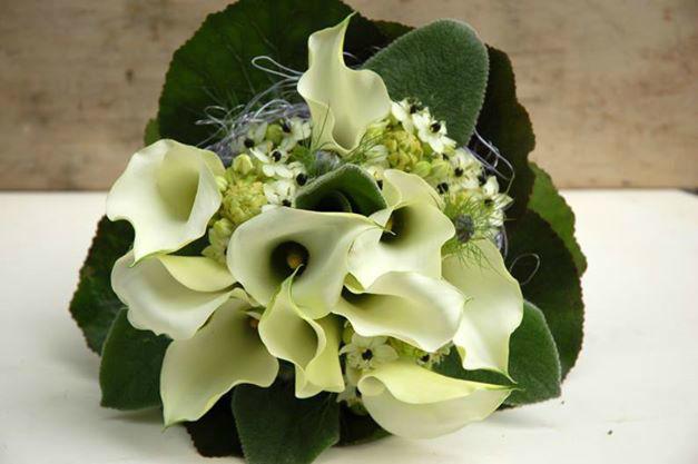 Beispiel: Brautsträuße mit weißen Blumen, Foto: Frau Rose Floristik.