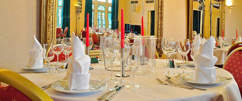 Beispiel: Jugendstilsaal - Tischdekoration, Foto: Badischer Hof Seckenheim.