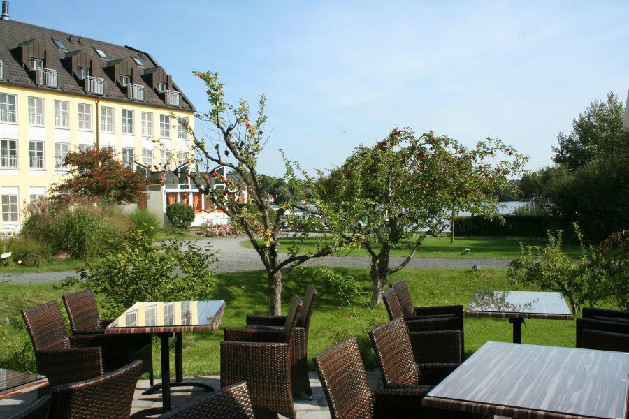 Beispiel: Außenansicht - Garten, Foto: Seehotel Zeuthen.