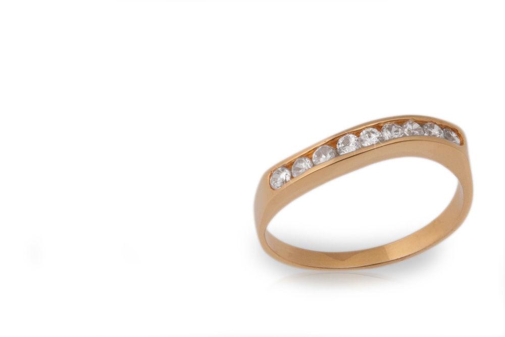Oro amarillo y nueve diamantes de .05ct