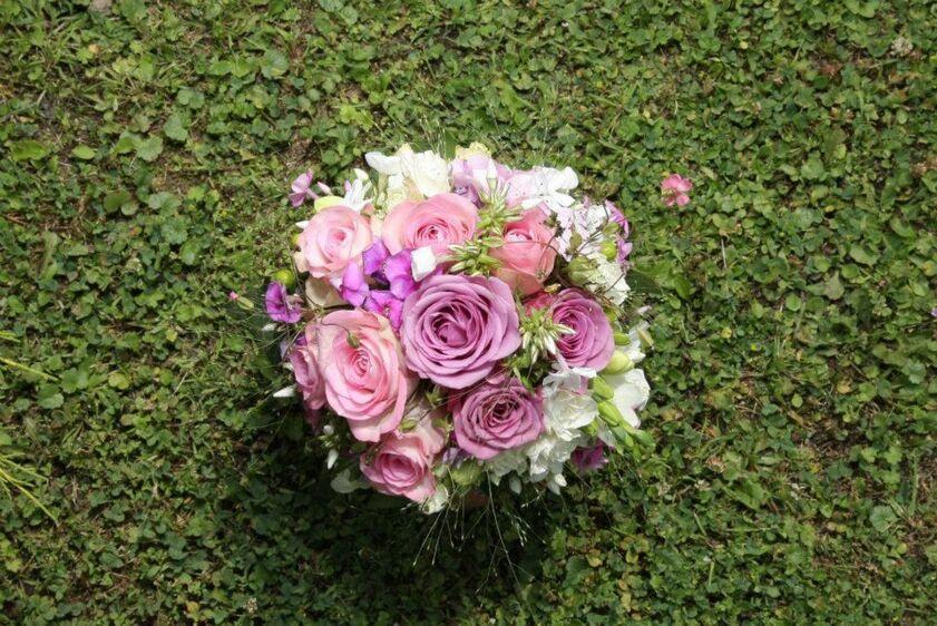Beispiel: Romantischer Brautstrauss, Foto: Gartencenter Burgenland.