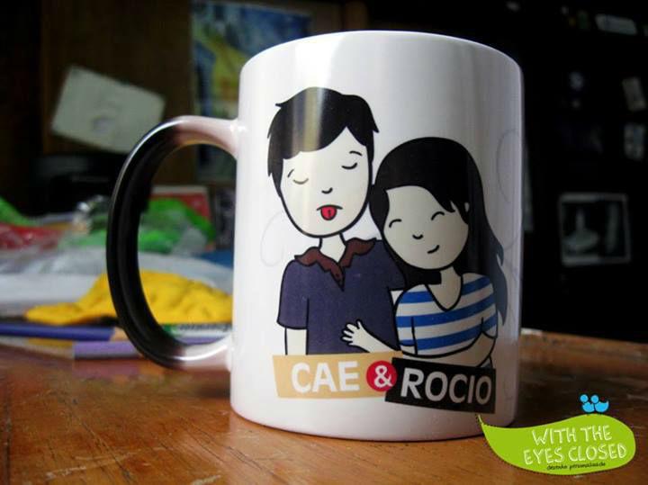 With the eyes closed. - Caneca com desenho personalizado