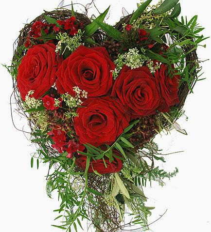 Beispiel: Brautstrauß Herz, Foto: Frankfurter Blumenbote.