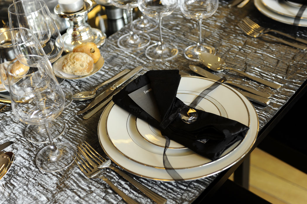 Pormenor brilhante no guardanapo.  Decoration and wedding planner project