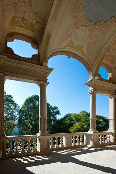 Villa Bria - Uno scorcio di cielo azzurro visto dal Loggiato