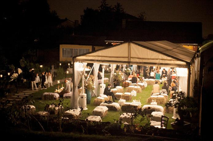 Tensostruttura all'esterno per ospitare tutti gli invitati