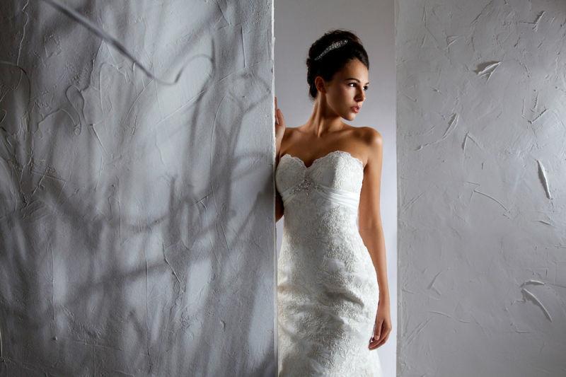 Beispiel: Eng anliegendes Brautkleid, Foto: Steinecker.