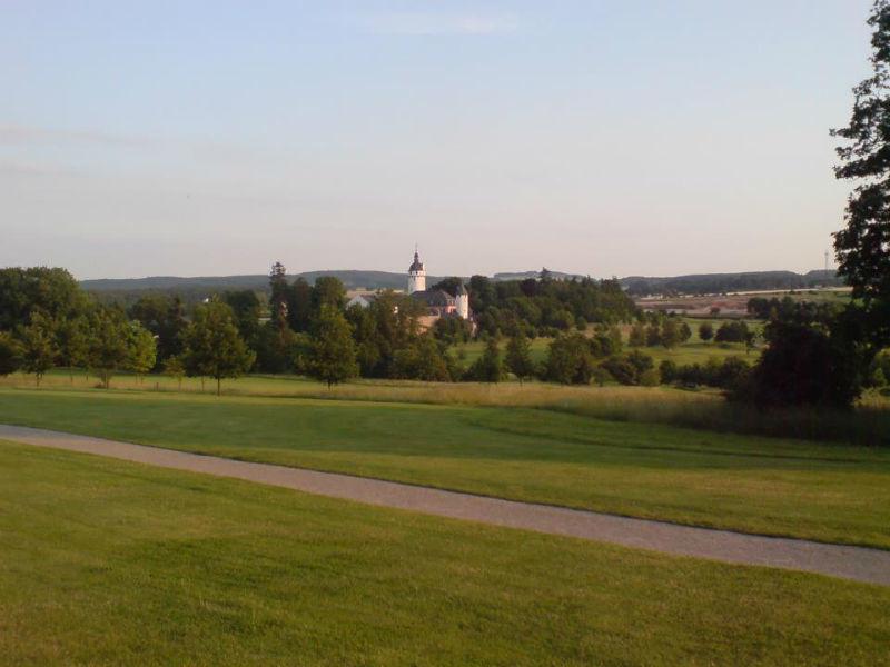 Beispiel: Blick auf die Burg, Foto: Golf Club Burg Zievel.