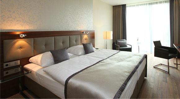 Beispiel: Hotelzimmer, Foto: Schlosshotel Bad Wilhelmshöhe.