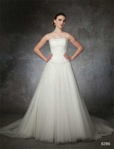 Beispiel: Elegantes Brautkleid, Foto: Silhouette.