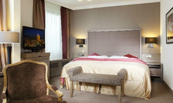 Beispiel: Zimmer, Foto: Althoff Hotel am Schlosspark.