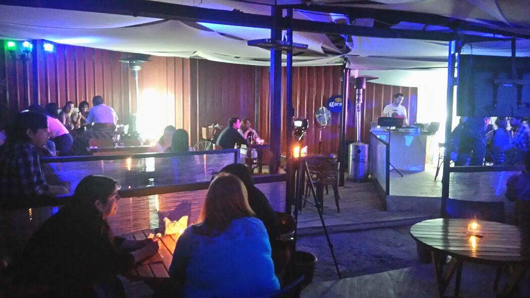 Show en Vivo junto a Ximena Arenas en Lisboa Restobar, Talca. Enero de 2016.