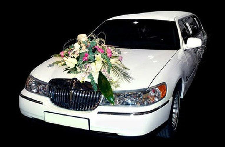 Beispiel: Autoschmuck, Foto: AFLORA – Blumenfachgeschäft.