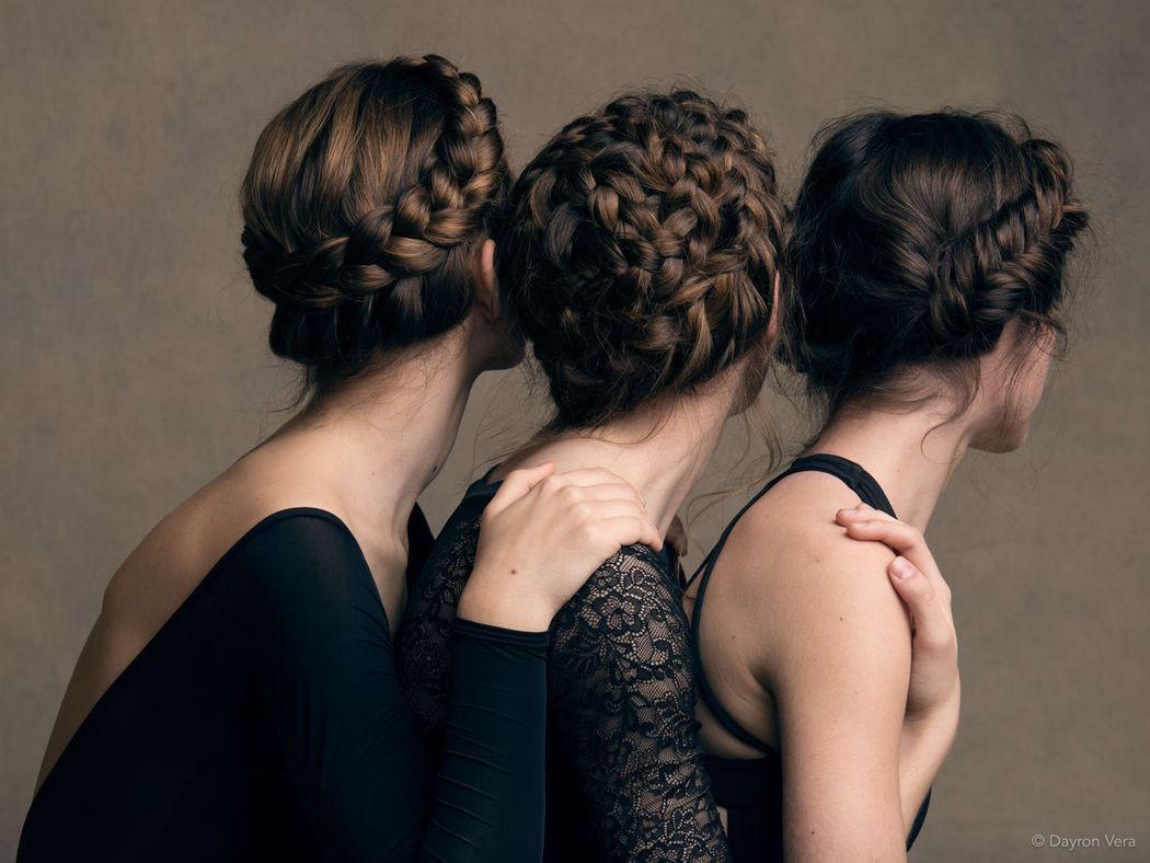 Las preciosas bailarinas Alba, Teodora y Monica con sus trenzas (de izquierda a derecha: Trenza en corona, trenza en espiral y trenza de espiga estilo tirolés.  Por Ube Hairstyle @ubehairstyle Fotografía de Dayron Vera @dayvera