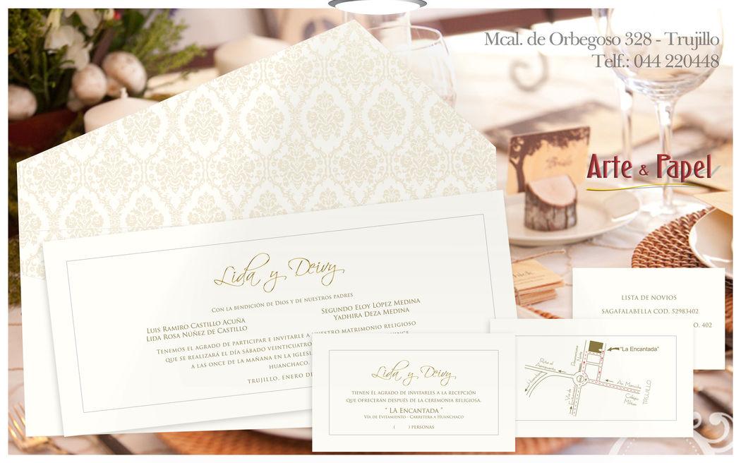 Invitacion con detalles en oro con un fondeado vintage en el sobre
