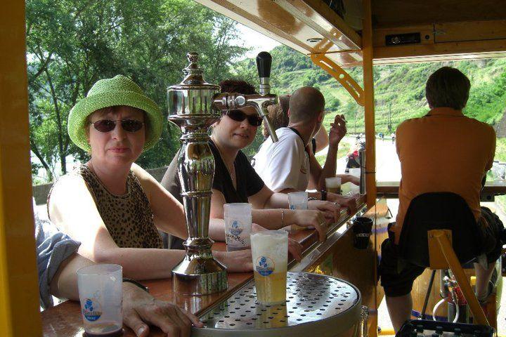 Beispiel: Frisch gezapftes Bier während der Radtour, Foto: BierBike Mainz.