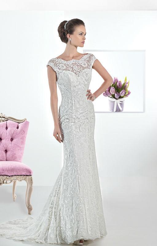 Beispiel: Elegante Brautmode, Foto: Mode Wicky.