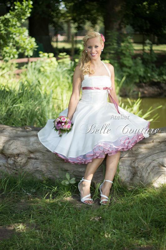 50er Jahre Petticoat-Brautkleid mit Spitze und Satinbänder