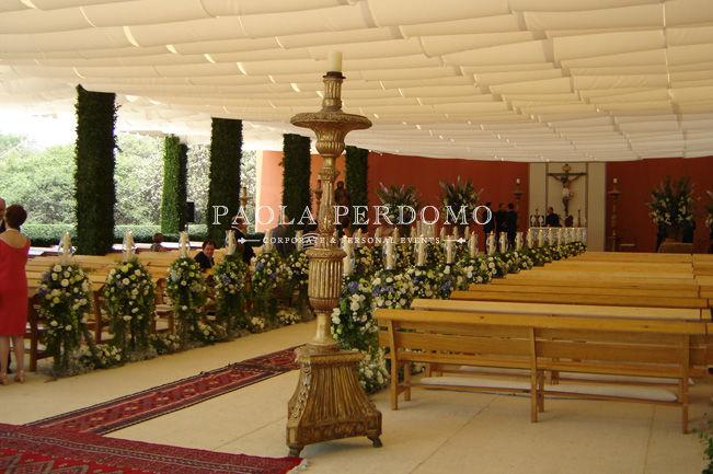 Decoración de recinto para ceremonia religiosa. Foto: Paola Perdomo