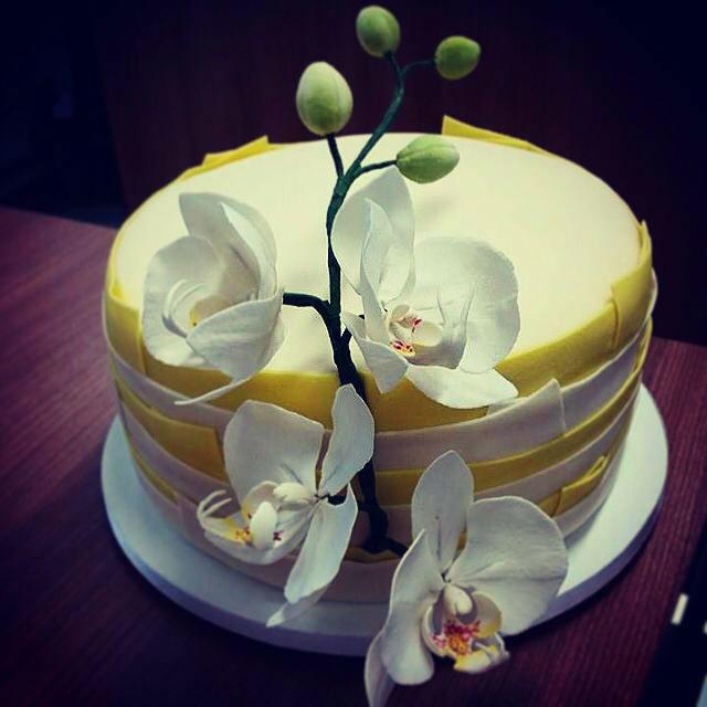 Confiserie de Lu - Bolo de noivado com orquídeas phanaelopsis em açúcar