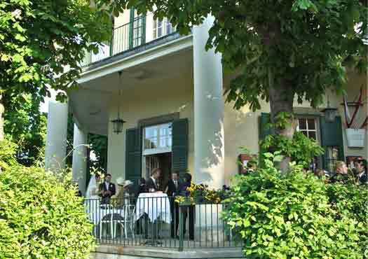 Beispiel: Terrasse, Foto: Café-Restaurant Lusthaus.