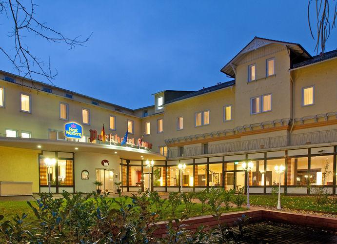 Beispiel: Hotel bei Nacht, Foto: Best Western Parkhotel Krone.