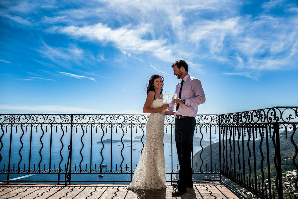 TripShooter - Romantic couple by the sea   Photographer: Philippe Groswald
