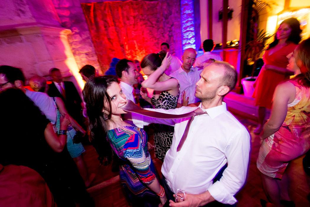 Soirée dansante, mariage de Gavin & Cristina au Château de Brindos, St Jean de Luz, crédit photo Studio PLP