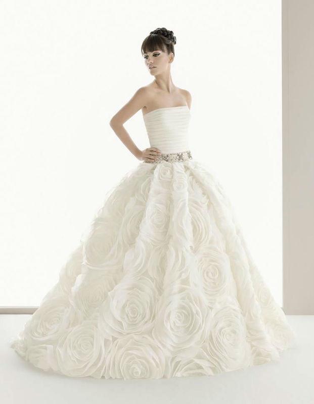 Beispiel: Brautkleider, Foto: White Lounge.