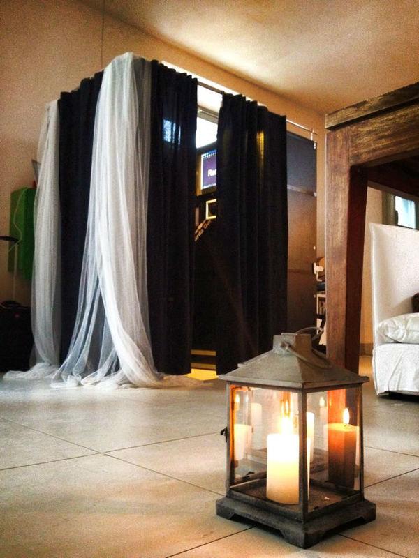 Photobooth di Alessandro Zingone - fotografia alternativa di matrimonio: servizi fotografici e cabina photobooth. La cabina per una festa in Toscana.