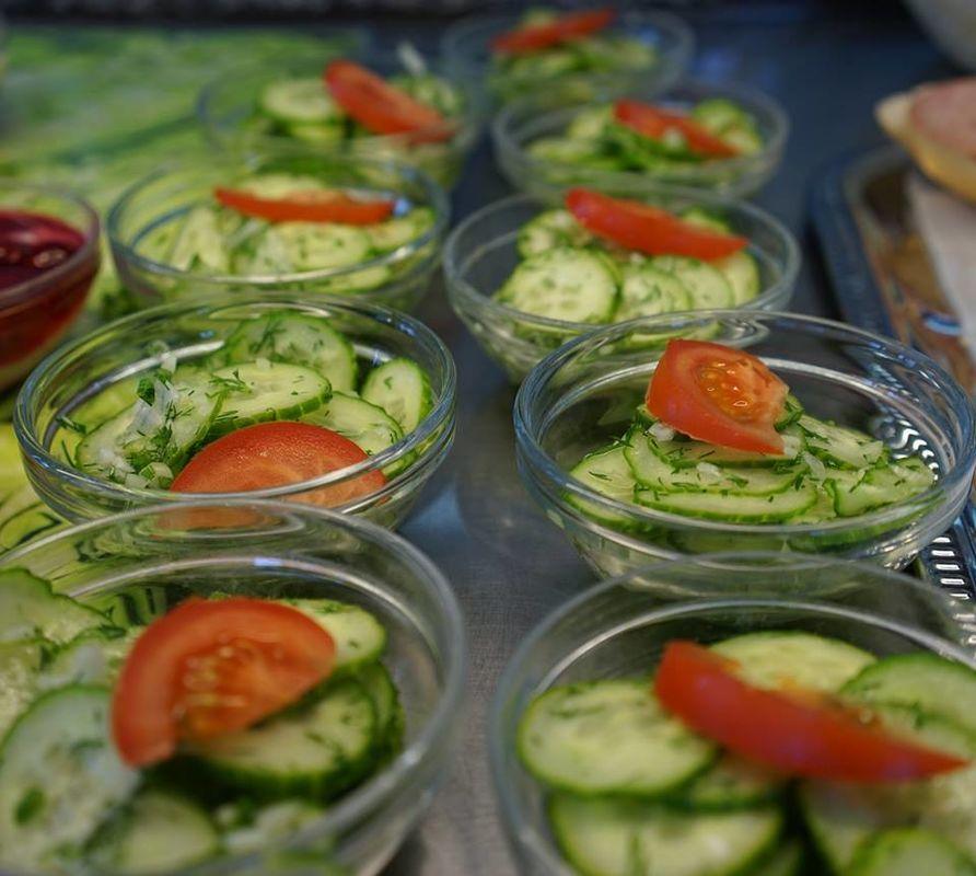 Beispiel: Salatbuffet, Foto: Arado Treff.