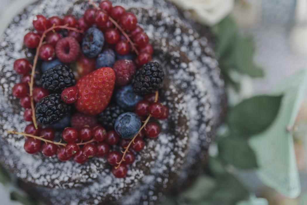 Bundt cake con frutas del bosque