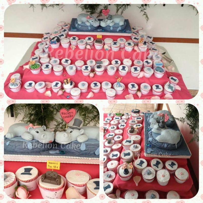 Toppers es escultura de torta y mesa de cup cakes acompañando el amor de los novios, amor representado por hipopótamos.