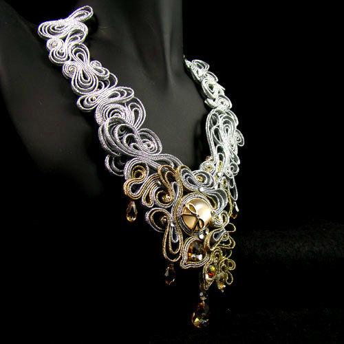 Małgorzata Sowa - PiLLow Design, Biżuteria ślubna sutasz. Naszyjnik z elementami pozłacanymi, kryształy Swarovski, srebro.