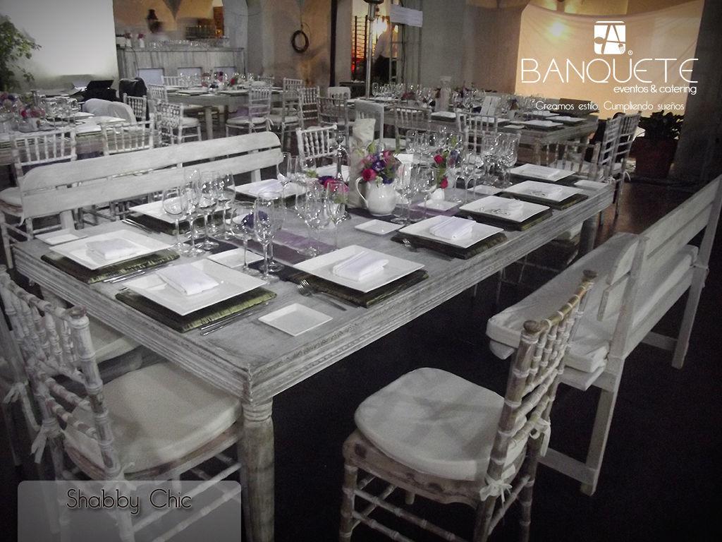 Mesa chic con silla tiffany wash y banca #banqueteeventos