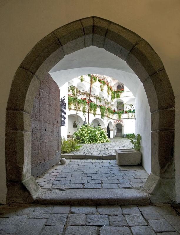 Beispiel: Arkadenhof, Foto: Burg Clam.