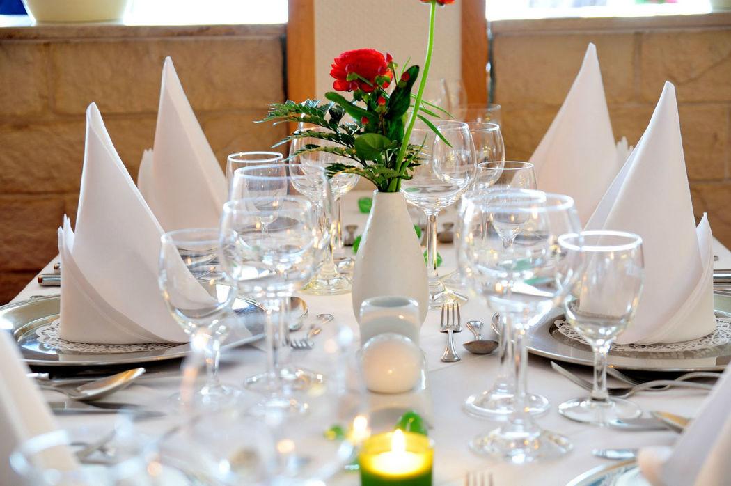 Beispiel: Tischdekoration, Foto: Ringhotel Seehotel Schwanenhof.