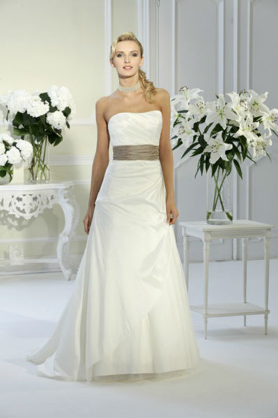 Beispiel: Brautmode mit Stil, Foto: Bea's Brautmode.