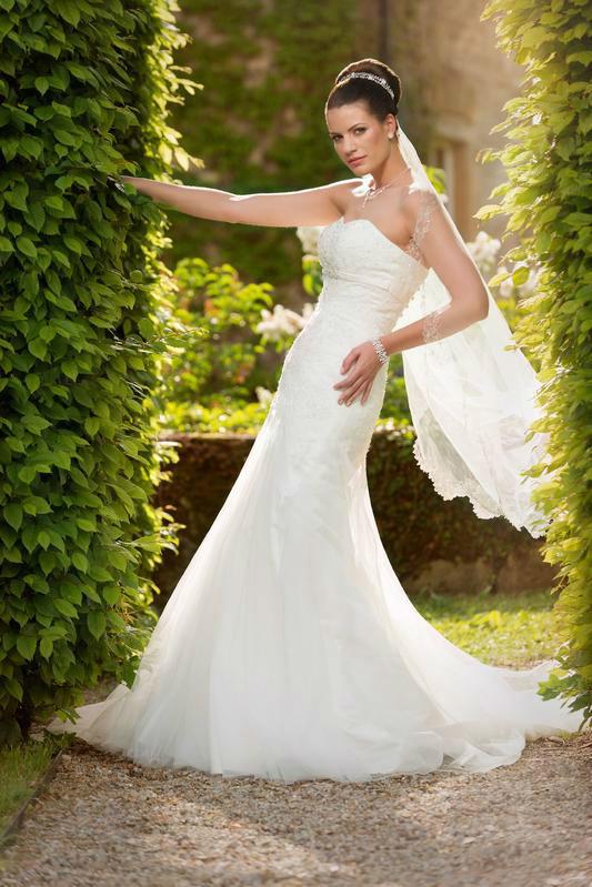Beispiel: Brautkleid, Foto: White Dreams – Maria Schönfelder.