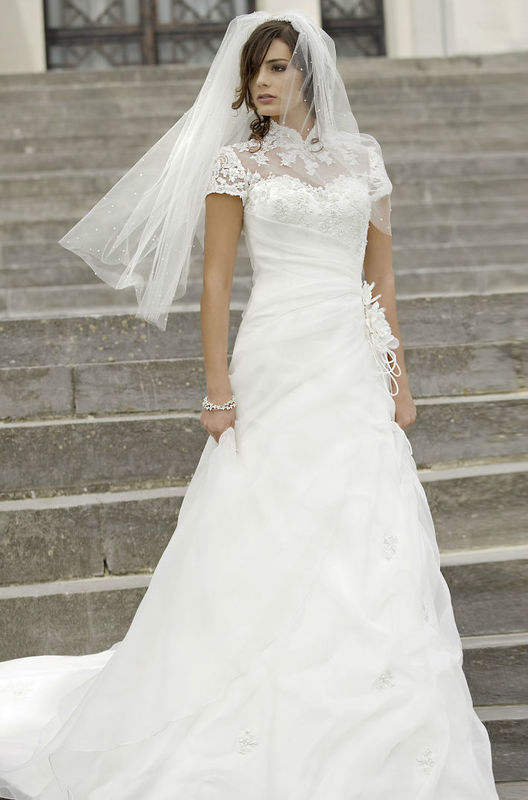 Beispiel: Brautmode die begeistert, Foto: Fabula Brautmode.