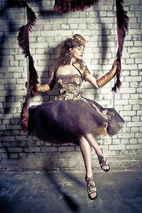 Beispiel: Aufregende Abendrobe, Foto: Ella Deck Couture Abendmode.
