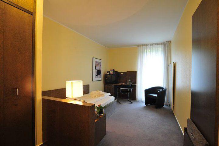 Beispiel: Einzelzimmer, Foto: Hotel Rolandsburg.
