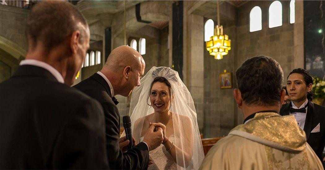 Jessica&Brice Coordinación: Elsa Bohorquez Wedding & Event Planners Lugar: Iglesia San Agustín Polanco Foto: Matatena Films