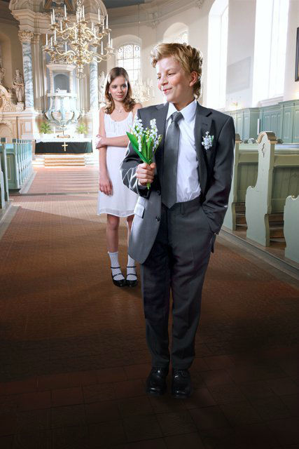 Beispiel: Festliche Anzüge, Foto: Policke Herrenkleidung.