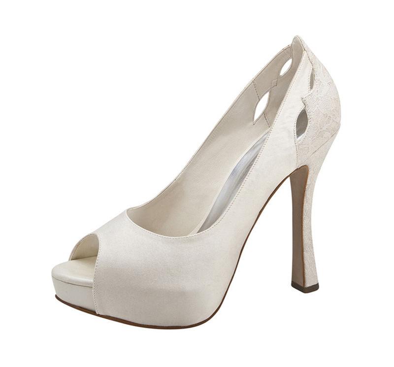 Emilia y sus detalles gritan ¡míos!  Zapatos de novia La Ragazza.