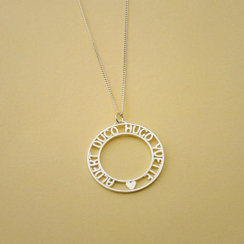 Railed round necklace met persoonlijke tekst